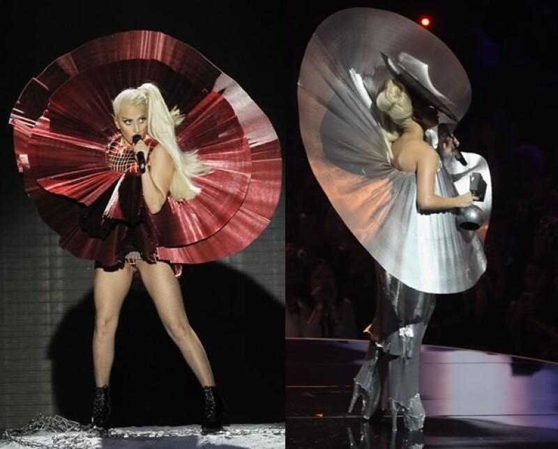 Además de recibir sus premios, Lady Gaga también cantó durante el show.