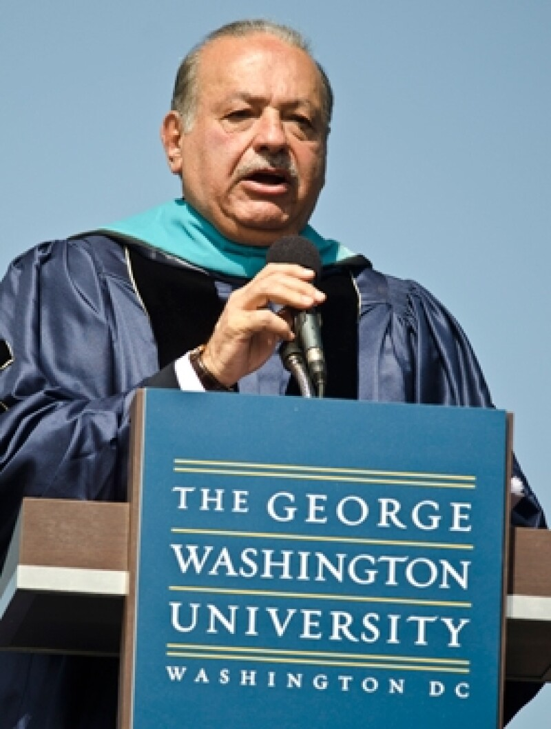 El empresario mexicano obtuvo el grado honorario de parte de la Universidad de George Washington, que le fue concedido por sus contribuciones al mundo.