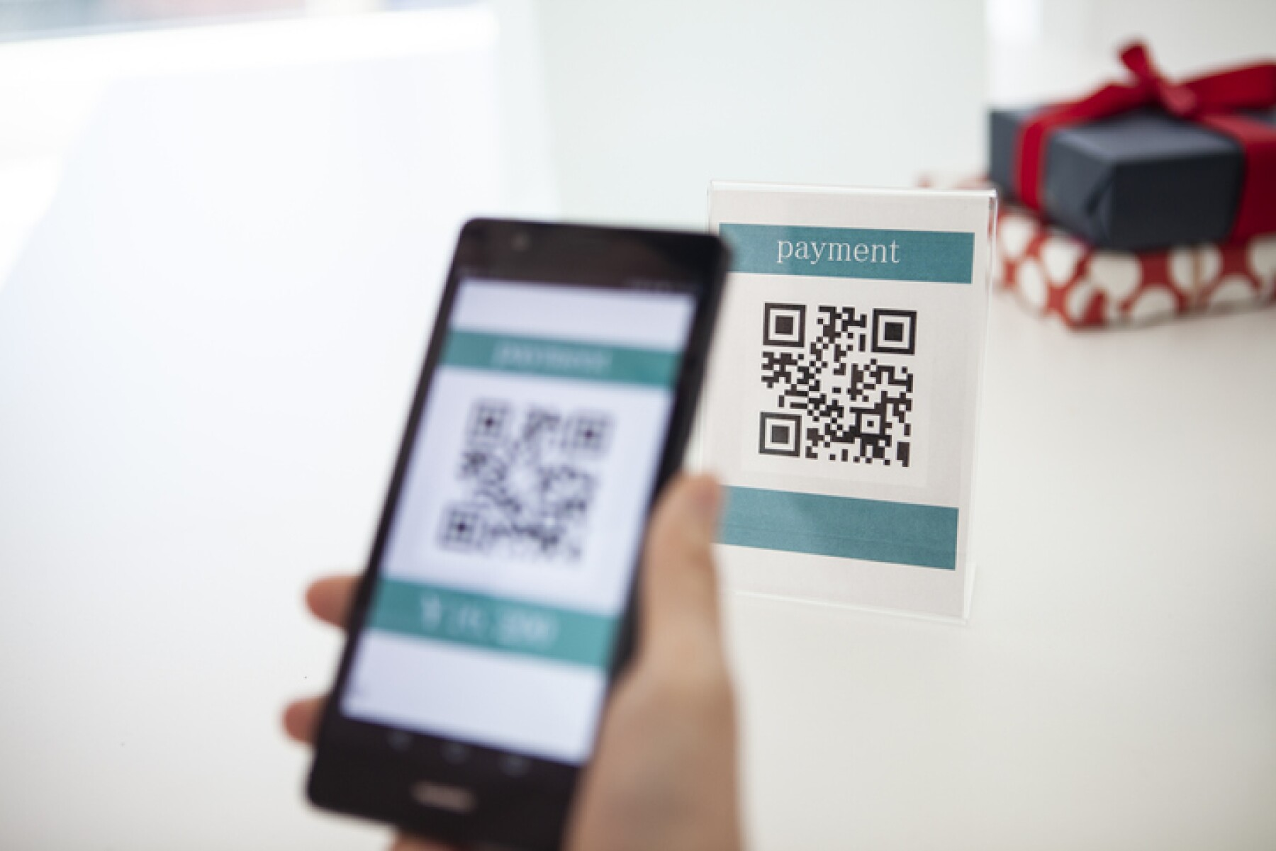 Electronic settlement with bar code reader