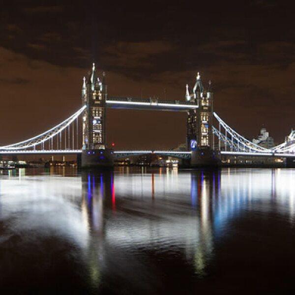 GE consiguió que por primera vez en 18 años se hicieran visibles de noche con absoluta claridad los detalles arquitectónicos de esta pieza arquitectónica de la capital de Inglaterra.