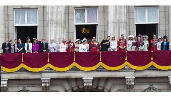 El día de hoy se llevó a cabo un desfile de la Guardia Real en el palacio de Buckingham, Londres para celebrar los 88 años de la reina de Inglaterra, cuyo cumpleaños fue el pasado 21 de abril.