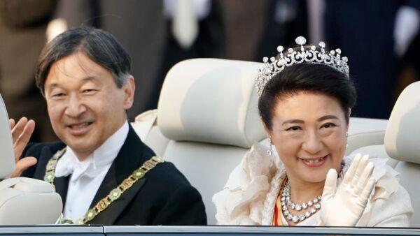 Naruhito y su esposa Masako