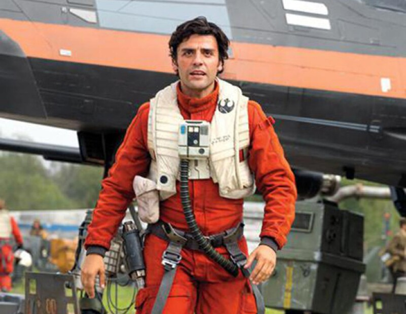 Oscar Isaac nos cuenta sobre integrarse a esta nueva generación con The Force Awakens, y lo que fue para él convertirse en piloto de un X-Wing.