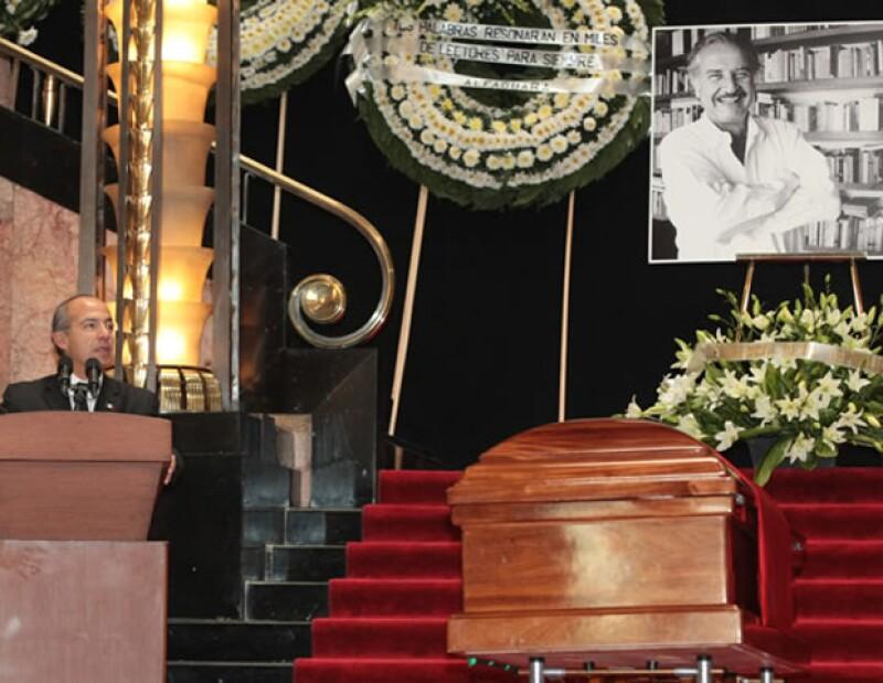 En el Palacio de Bellas Artes, el presidente Felipe Calderón, Federico Reyes-Heroles, Marcelo Ebrard y Consuelo Sáizar recordaron a Carlos Fuentes, el hombre y el artista.