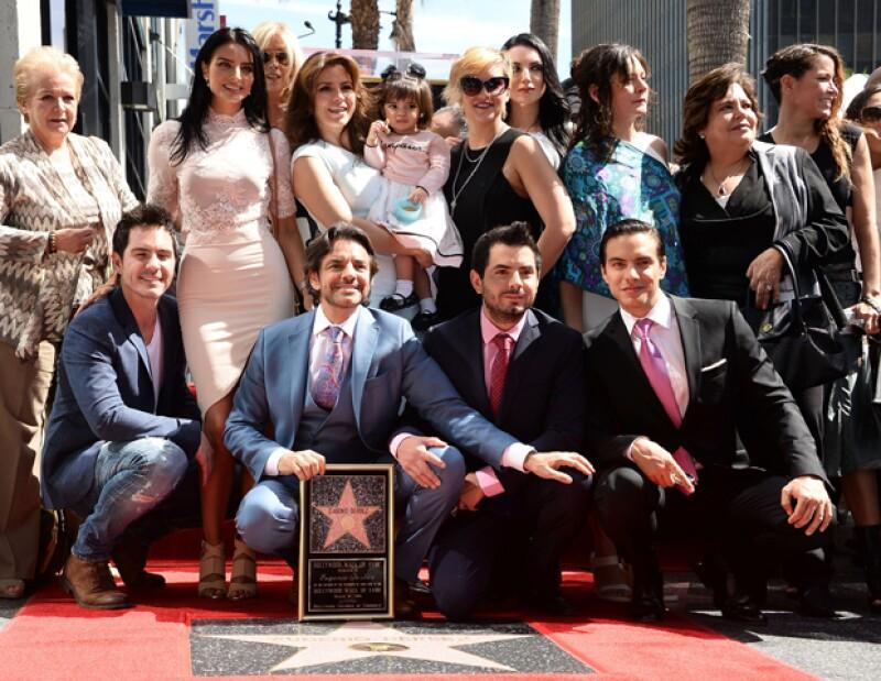 Al recibir su estrella de la fama en Hollywood, al papá de cuatro se le cortaba la voz al agradecerle a sus hijos el apoyo de sus hijos durante su carrera.