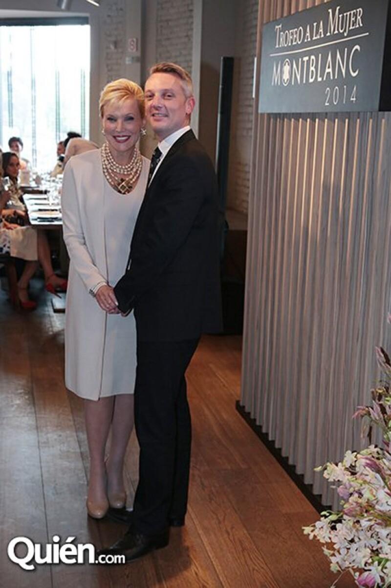 Su elegancia la caracteriza, y es que en cada evento muestra un look distinto y clásico.
