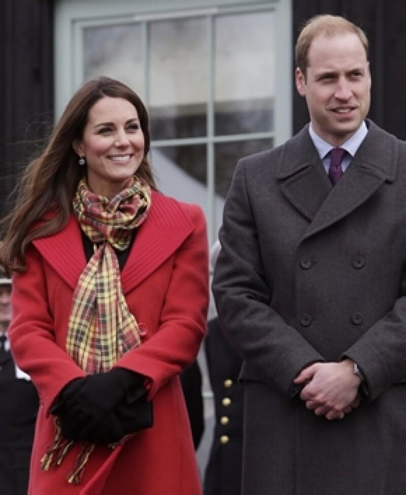 Aunque aún no saben si será niño o niña, al parecer el heredero británico quisiera ponerle, de ser varón, el nombre de su abuelo, su padre y de él mismo.