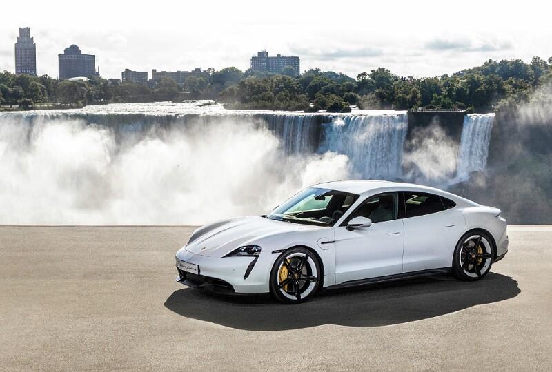 Porsche Taycan catarata.jpg