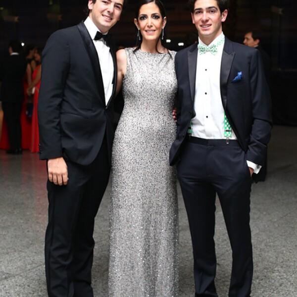 Santiago, Victoria y Javier Noval