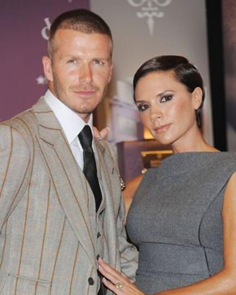 David Beckham iba a ser presentado en Milán por una guapa periodista deportiva, pero su mujer no lo permitió.