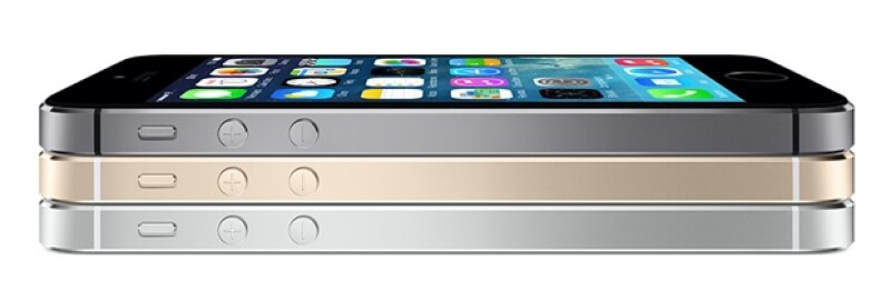 Durante el desfile de la firma Burberry las modelos portaron el más reciente smartphone de la firma de la manzana y usaron la cámara de 8 megapixeles del gadget.