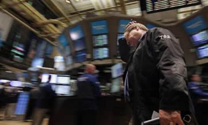 El dato de pedidos de ayuda por desempleo decepcionó a los mercados. (Foto: Reuters)