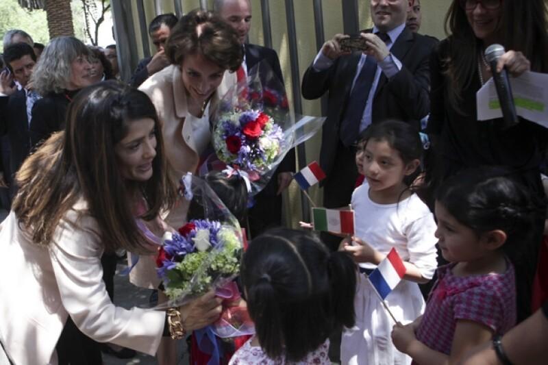 Salma junto a la Ministra de salud de Francia, Marisol Touraine.