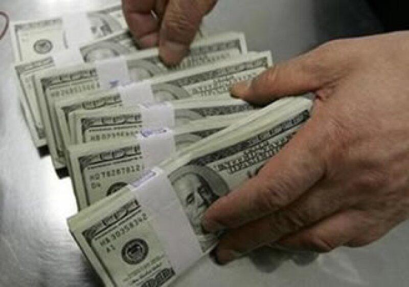 El dólar estadounidense tuvo una mala jornada este martes en los mercados internacionales. (Foto: Reuters)