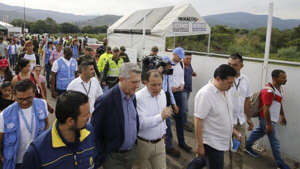 """La migración de venezolanos es una """"crisis monumental"""", afirma enviado de la ONU"""
