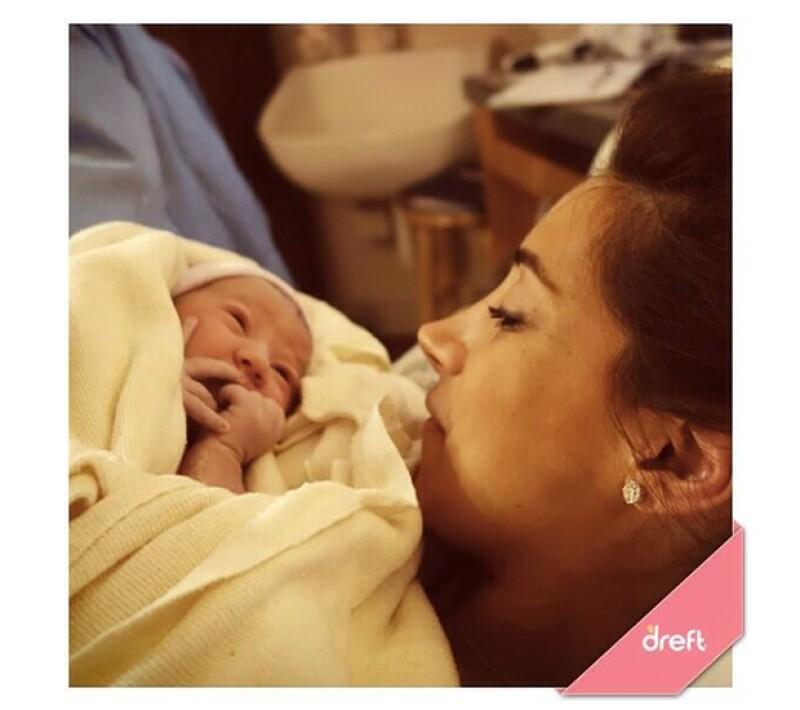 """Por medio de las redes sociales el ex """"Jonas Brothers"""" compartió en vivo con sus seguidores el nacimiento de su hija Alena Rose Jonas."""