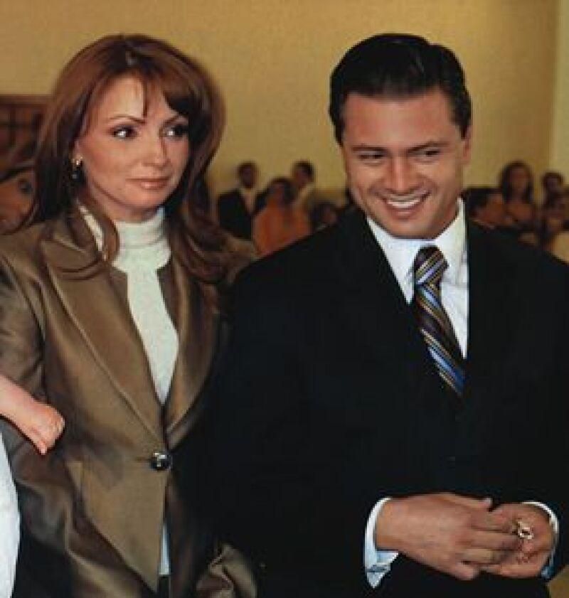 El gobernador del Estado de México reconoció durante el programa &#39Shalalá&#39, de TV Azteca, que es novio de la actriz Angélica Rivera.