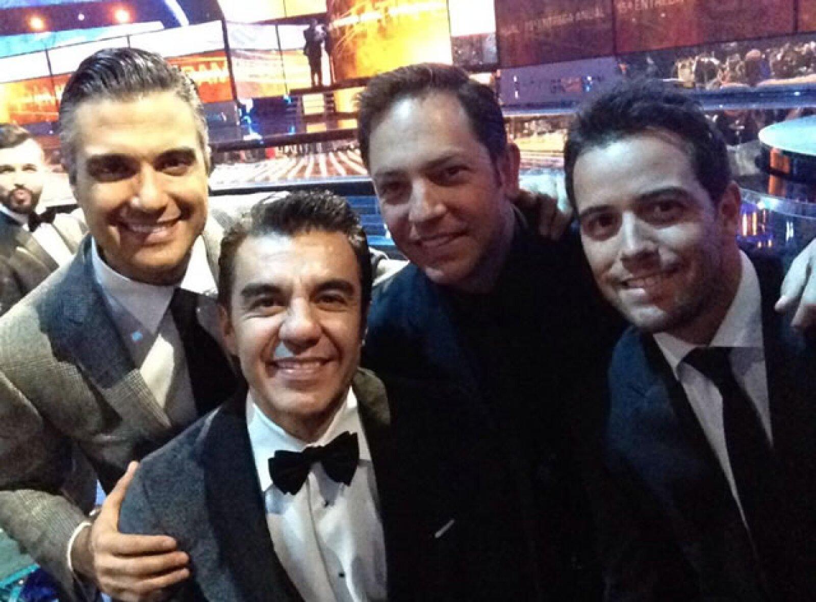 Jaime Camil, Adrián Uribe, Jan y Mane de la Parra se tomaron esta selfie.