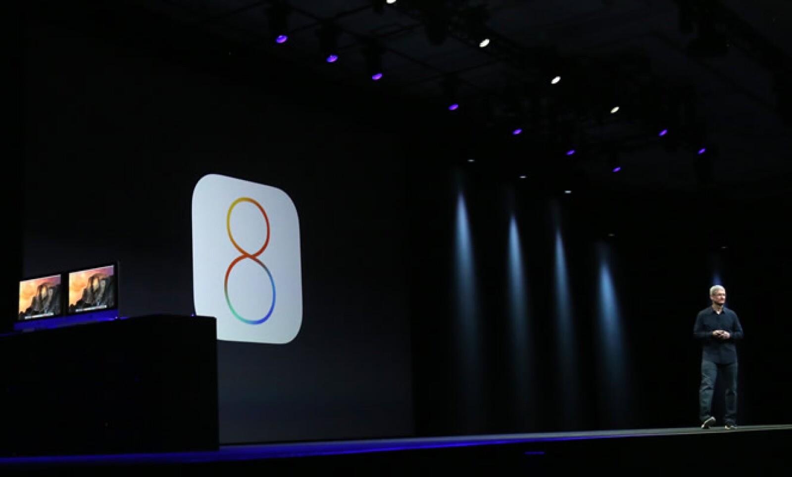 La segunda presentación de la noche fue el sistema operativo para disposivos móviles, el iOS que este lunes vio a la luz su versión iOS 8. Tim Cook, CEO de Apple, introdujo esta sorpresa con una broma cuando recordó que 30 millones de personas compraron u
