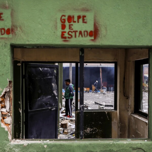 Vestiges of last night's protests in El Alto