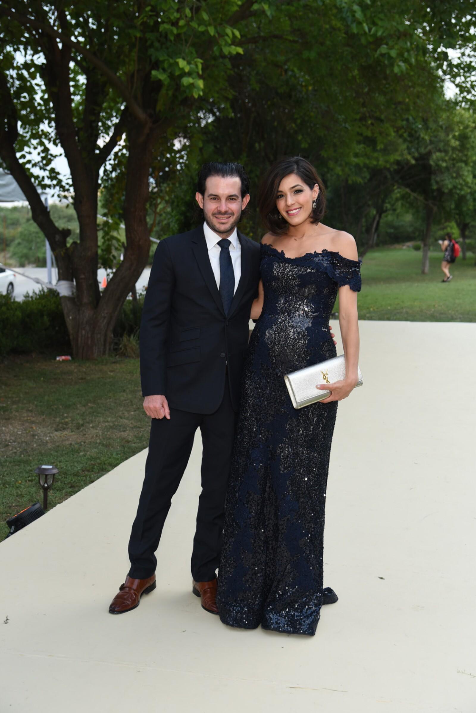 Pablo Enriquez y Nora Canales.jpg