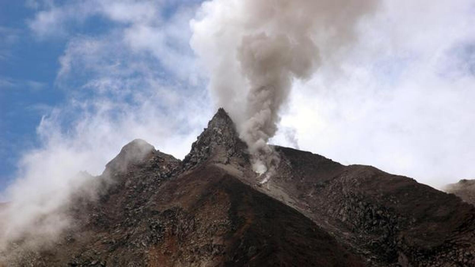 Erupcion de volcan indonesio