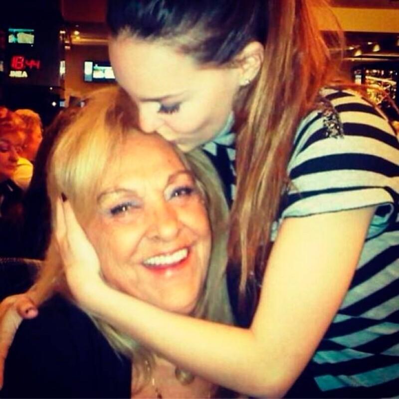 Belinda aprovecha su Instagram para gritarle al mundo lo mucho que quiere a su familia.