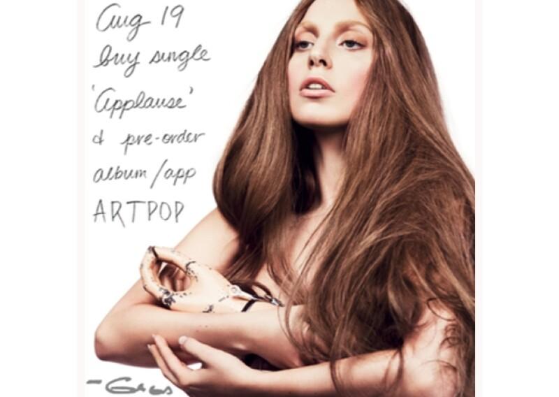 La cantante se ofreció como voluntaria para participar en un performance de la neoyorquina Marina Abramovic, en el que además de hacer prolongados ejercicios vocales, aparece completamente desnuda.