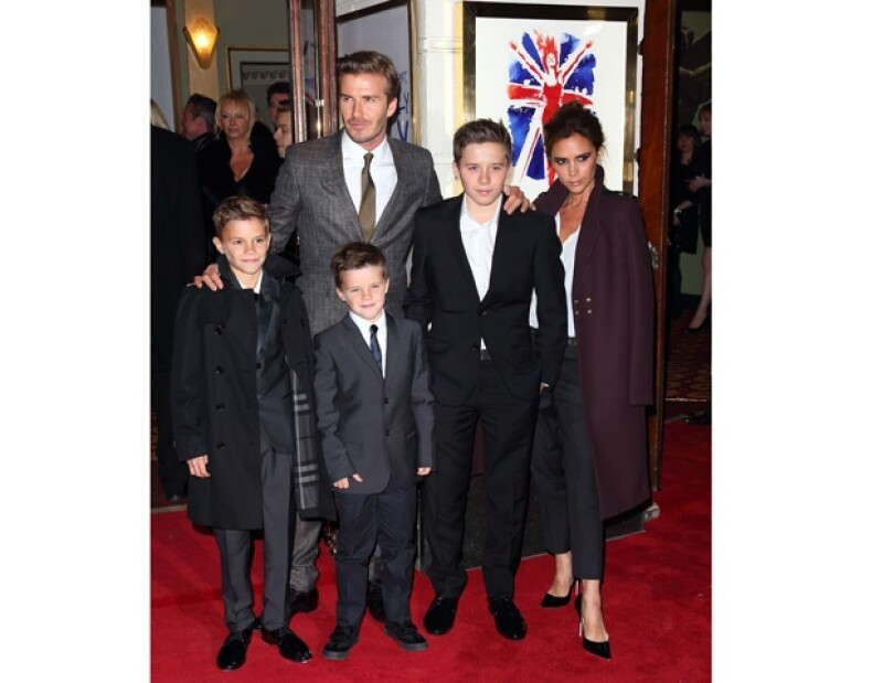 Después de diez años de vivir fuera del Reino Unido, el clan Beckham está listo para regresar a su hogar, recientemente vieron al futbolista y a su hijo Brooklyn viendo escuelas de primer nivel.