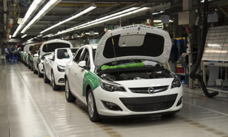Las armadoras establecidas en México produjeron 292,271 vehículos en agosto. (Foto: iStock by Getty Images)