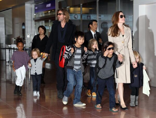 Brad Pitt, Angelina Jolie and children at Haneda International airport, Tokyo, Japan - 08 Nov 2011