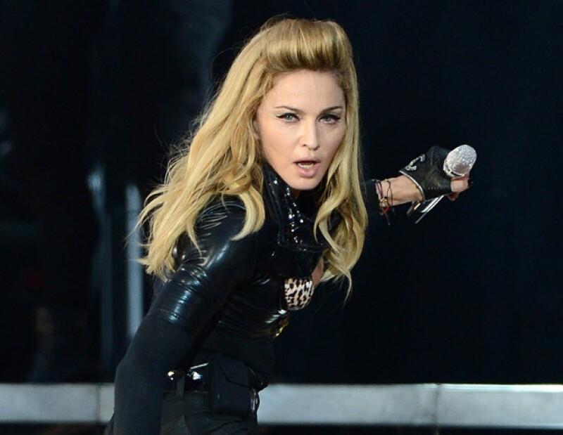 Durante un concierto en la capital rusa, la cantante expresó su apoyo al grupo Pussy Riot, quien fue arrestado por mencionar una frase ofensiva a Vladimir Putín.