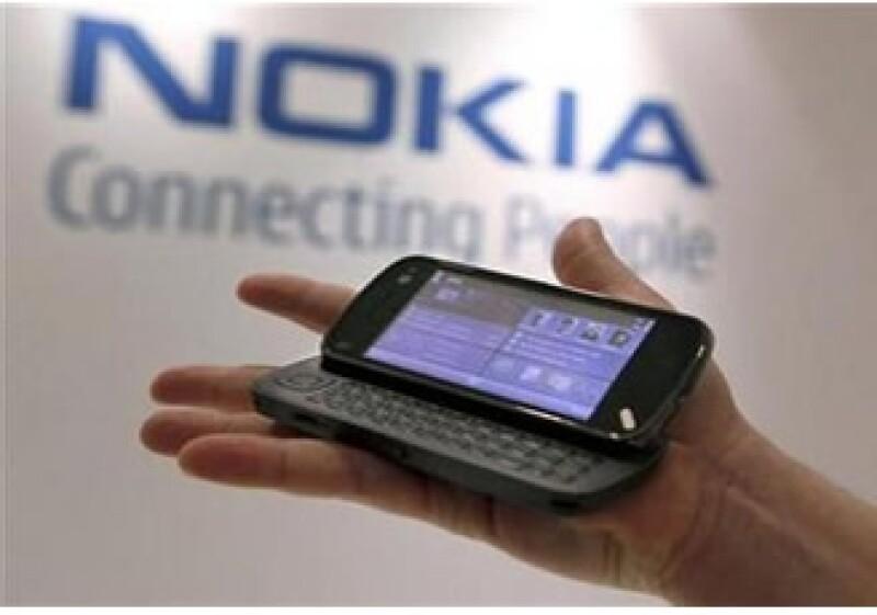 Nokia hace uso de las pantallas orgánicas para defenderse de sus rivales de teléfonos inteligentes. (Foto: Reuters)