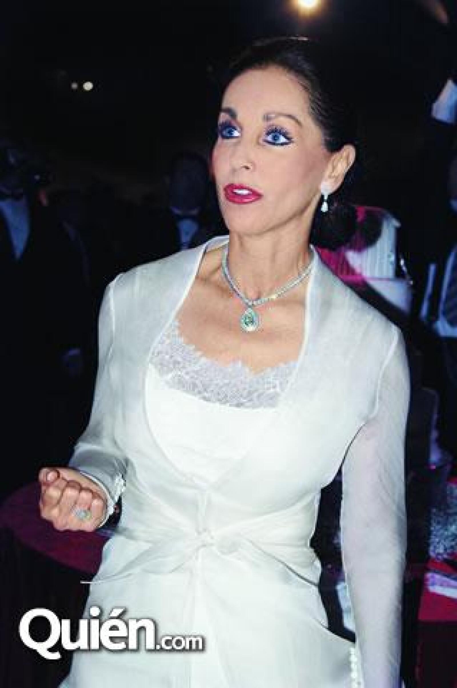La mamá de la novia lució joyas espectaculares durante la boda. En la foto: María Elvia Amaya de Hank