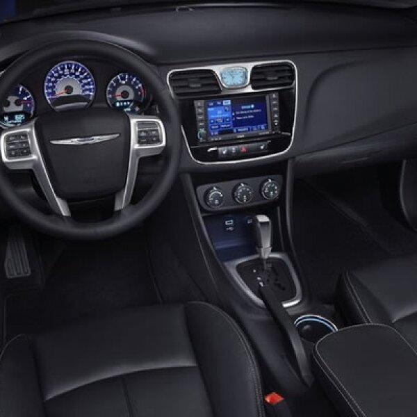 El auto estará disponible con un motor de 3.6 litros de 6 velocidades, o uno más económico de 2.4 litros, también de 6 velocidades.