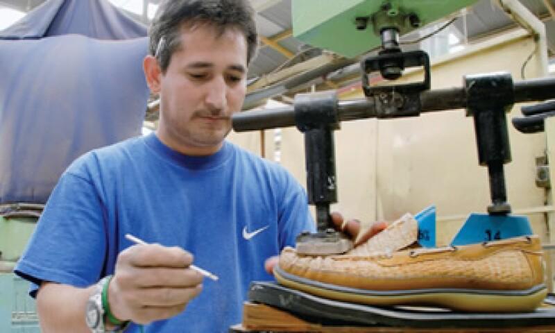 La manufactura de zapatos forma parte de los productos nacionales que se verán afectados a partir del 12 de diciembre de 2011 por la disminución arancelaria con China. (Foto: Manufactura / Jerónimo Arteaga)