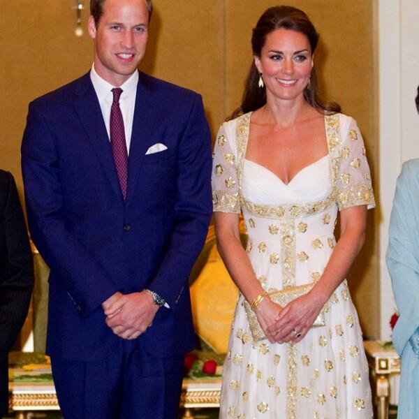 Digno de una princesa, Kate deslumbró con un majestuoso vestido durante su gira con el príncipe Guillermo por Malasia.
