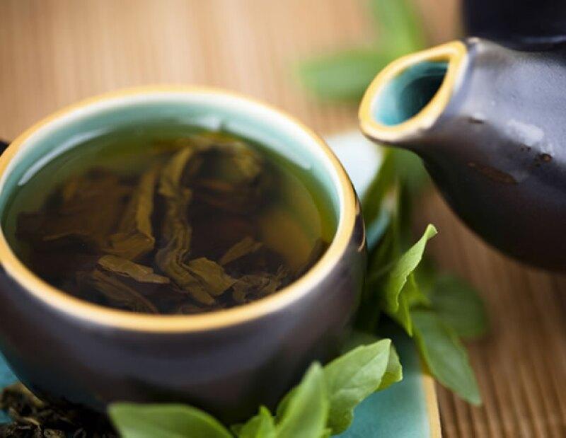 Además de ser una bebida refrescante y deliciosa, el té verde nos trae un sinnúmero de beneficios para nuestra salud.