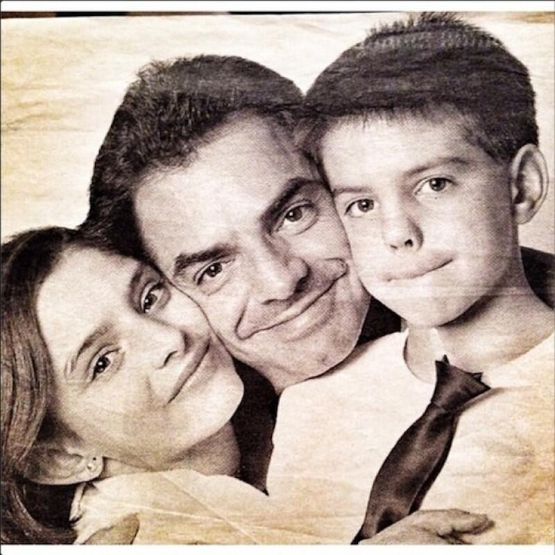 Aislinn con Vadhir y Eugenio Derbez hace algunos años.