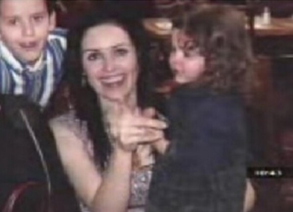 Tere Coss con sus hijos Erik y María Fernanda.