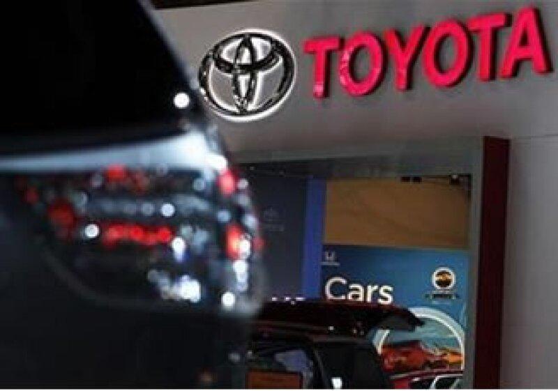 Un ex abogado de la automotriz ha afirmado que la empresa retuvo evidencia en casos de volcadura. (Foto: Reuters)