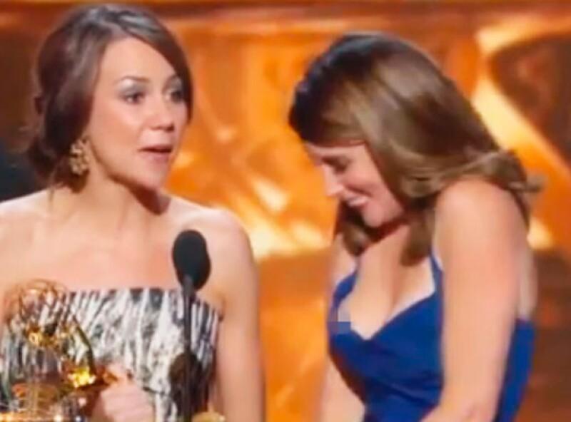 Tras un desliz de su vestido, Tinay Fey vio expuesta su intimidad durante la entrega de premios 2013.