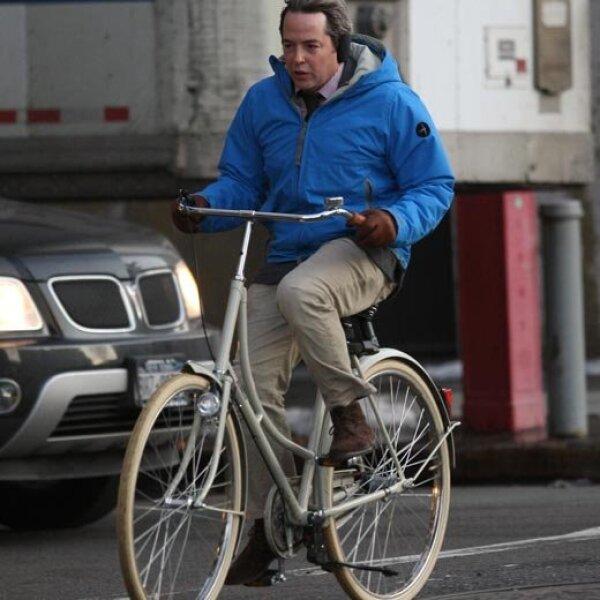 El esposo de Sarah Jessica Parker, Matthew Broderick, decidió que era tiempo de tener una bicicleta, así que compró una y después dio un paseo por Nueva York. (