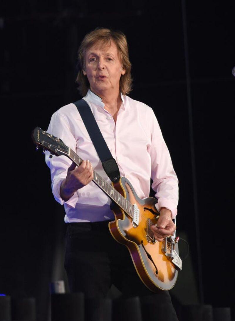 Desde que la época de los Beatles, se rumora que Paul murió en un fatal accidente automovilístico.