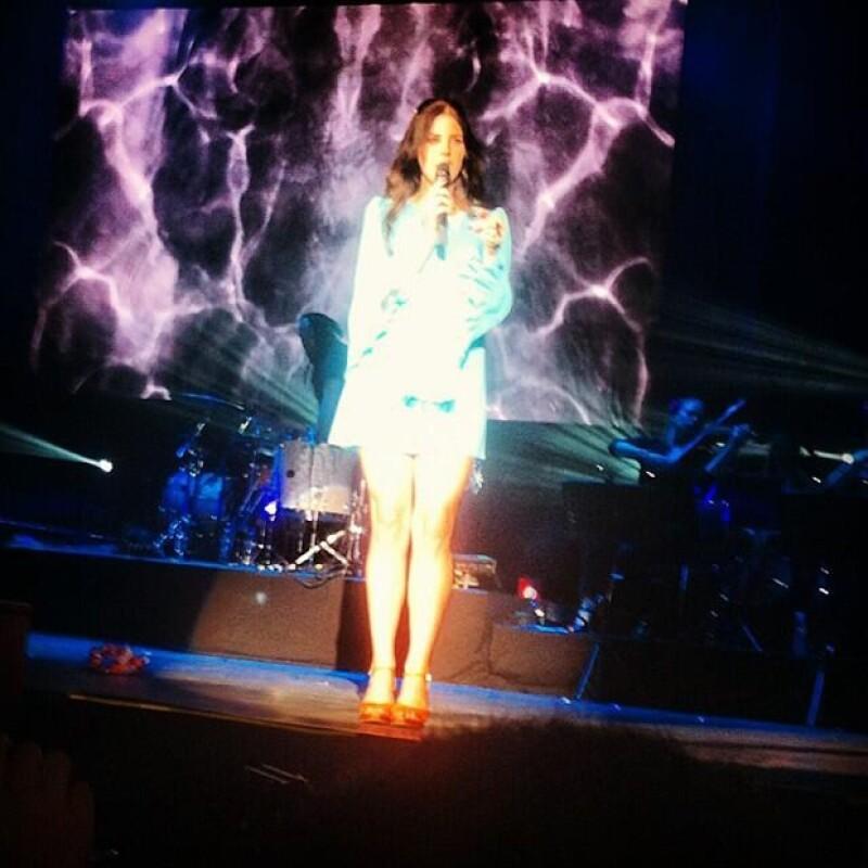 En un concierto que duró aproximadamente una hora, la cantante estadounidense descendió en varias ocasiones del escenario para acercarse a sus fans y mostrarles su cariño.