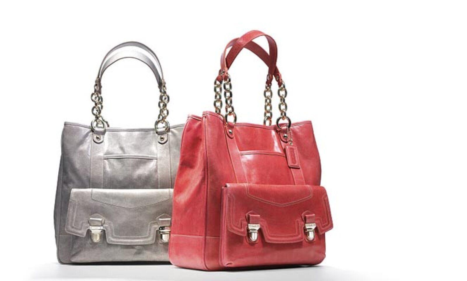 Cualquiera de estos dos tonos de bolsa puede funcionar para combinar con un estilo casual de viernes por la tarde.