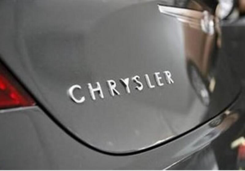 Fiat también renovará los sedanes de tamaño medio Chrysler Sebring y Dodge Avenger. (Foto: Reuters)