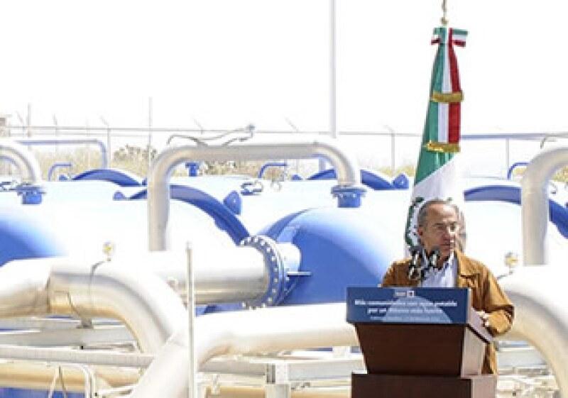 El presidente Calderón inauguró el Acueducto II Infiernillo. (Foto: Notimex)