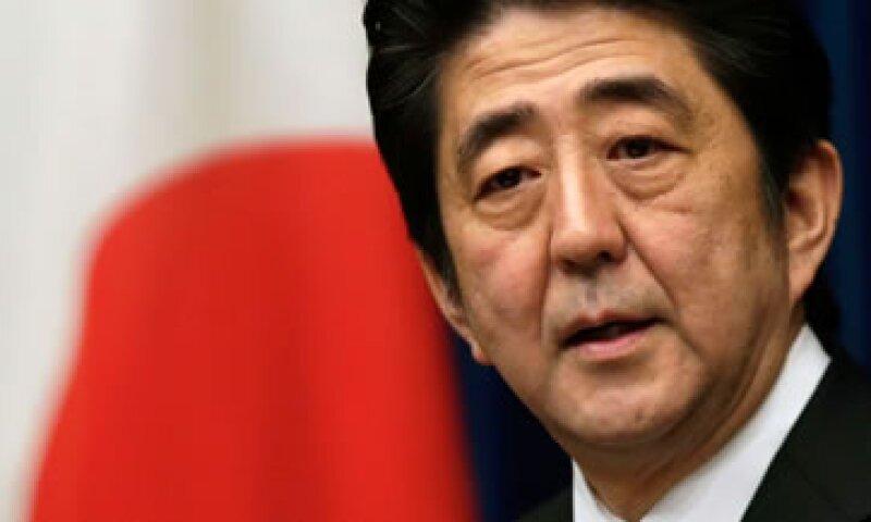 El Primer Ministro, Shinzo Abe, alentó la compra de activos y con ello estimuló la economía.  (Foto: Reuters)