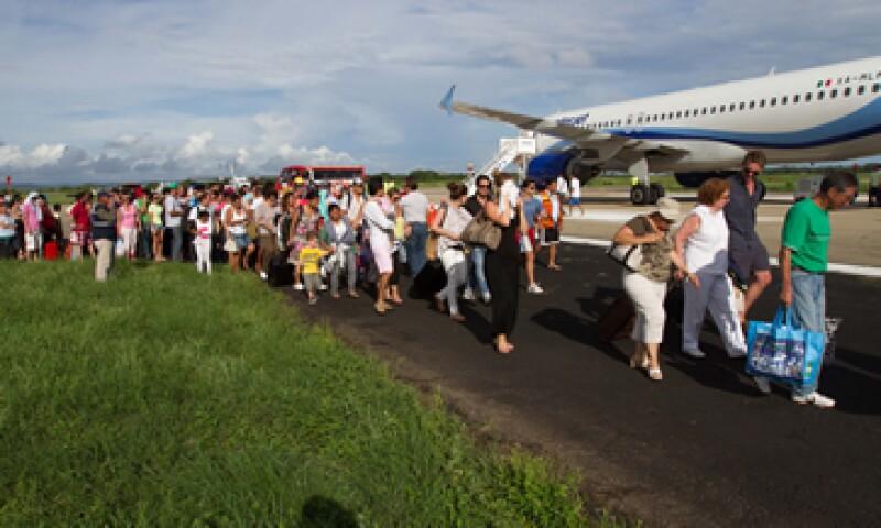 En el caso del aeropuerto de Acapulco, el desbordamiento de la Laguna de 3 Palos invadió zonas operacionales. (Foto: Notimex)